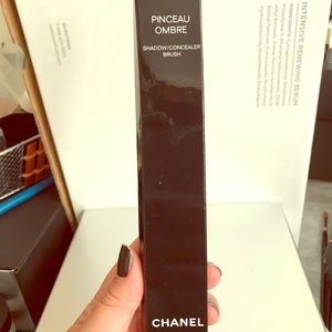 CHANEL Shadow/concealer brush